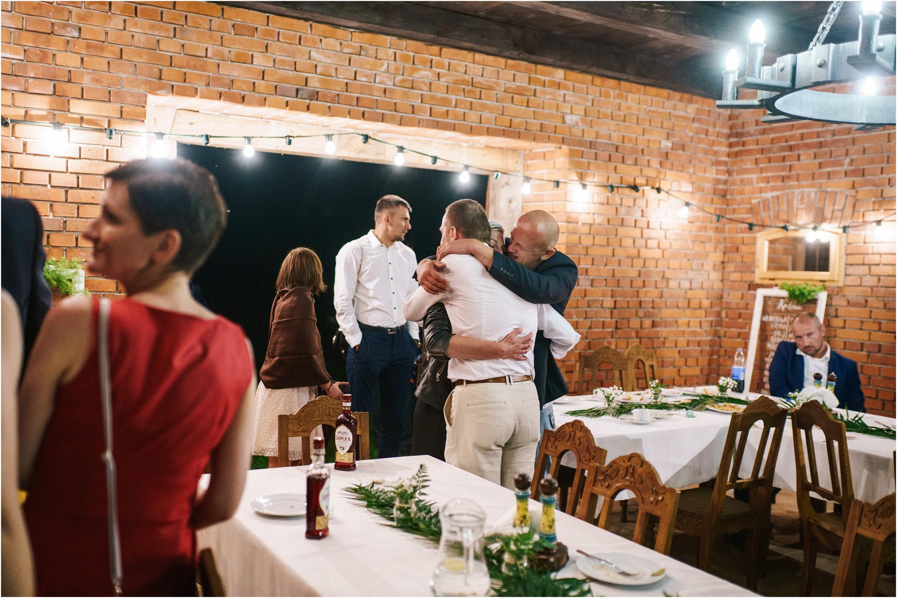 Kamila & Łukasz | ślub plenerowy w skansenie Muzeum Wsi Kieleckiej 78