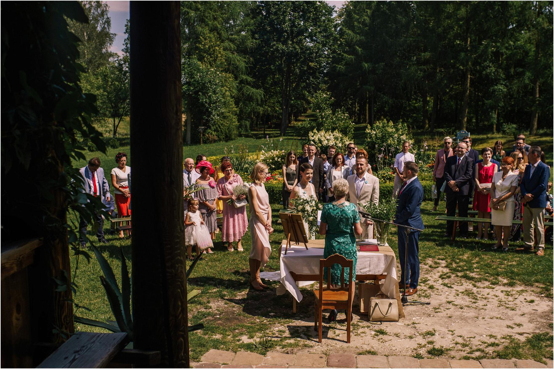 Kamila & Łukasz | ślub plenerowy w skansenie Muzeum Wsi Kieleckiej 32