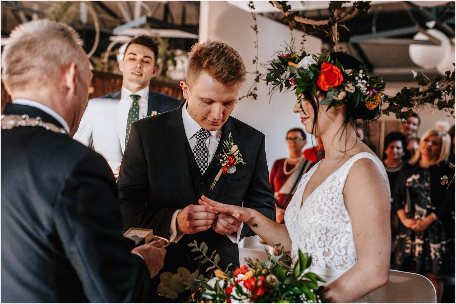 Asia & Krzysiek   rustykalny ślub w Gościńcu za Borem 37