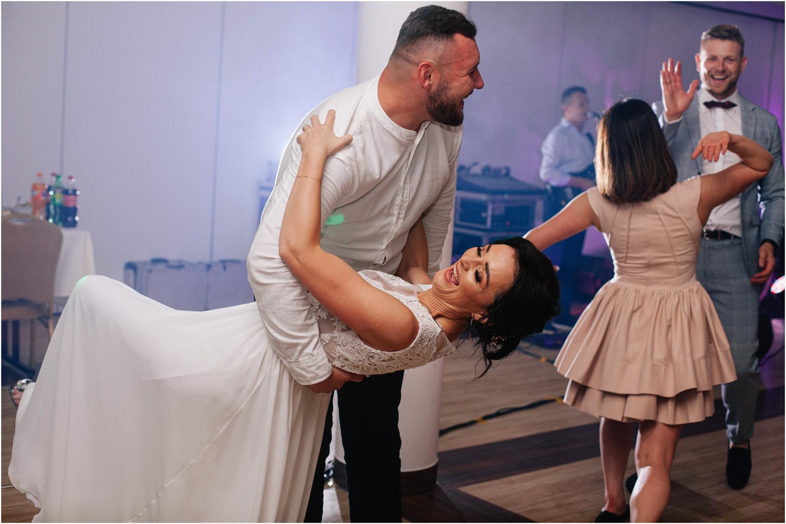 Justyna & Kamil | plenerowy ślub w Bobrowym Dworze 51