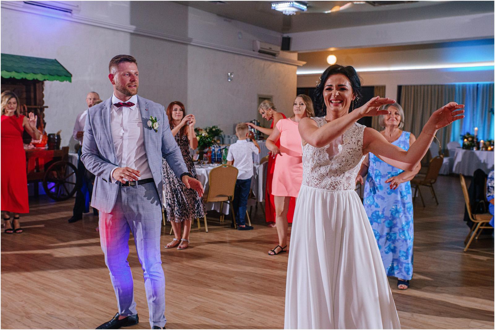 Justyna & Kamil | plenerowy ślub w Bobrowym Dworze 53