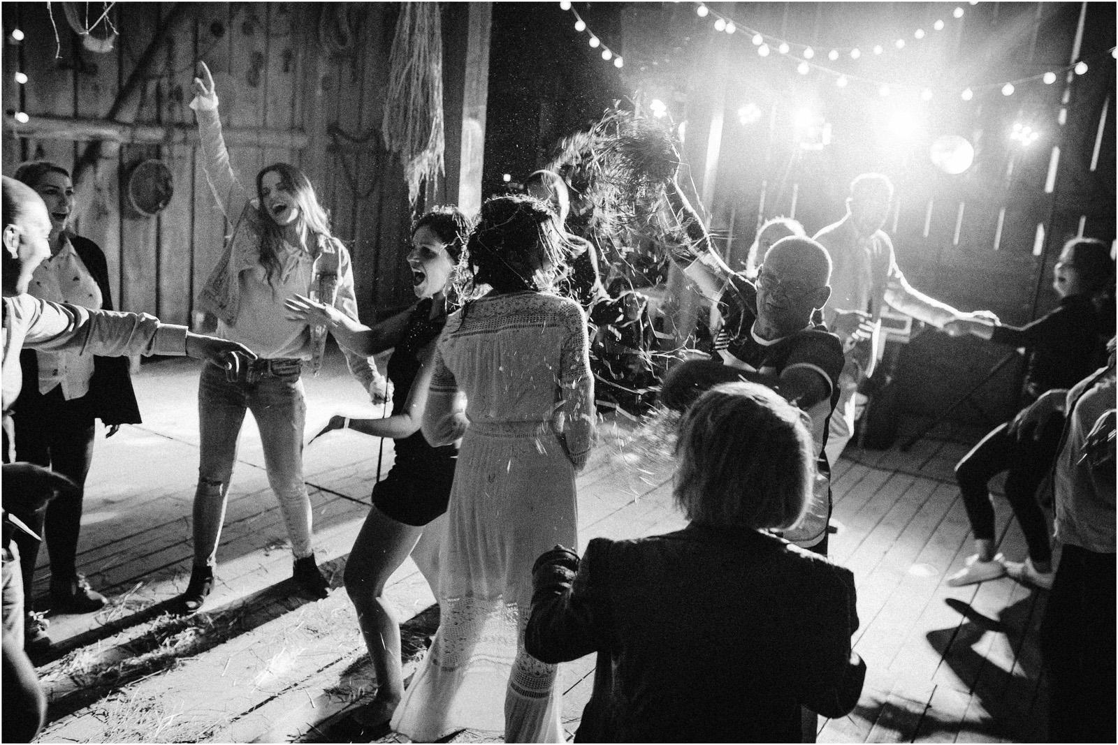 Agatka & Mati | garden party i impreza w stodole 79