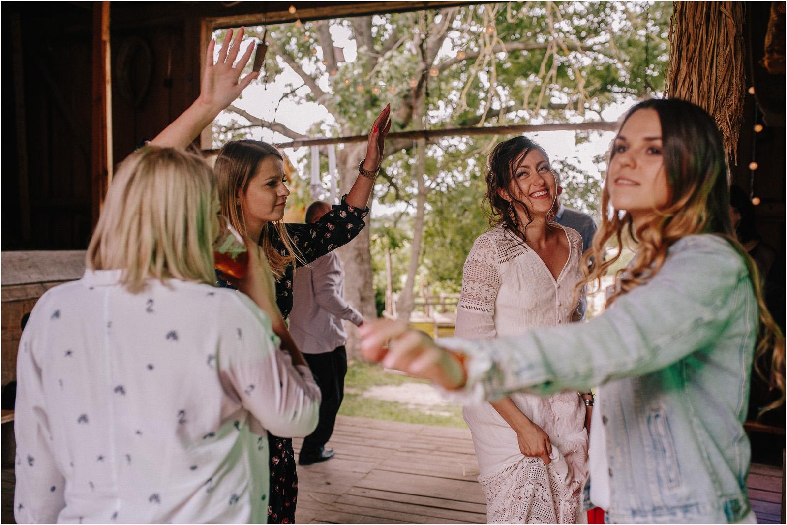 Agatka & Mati | garden party i impreza w stodole 44
