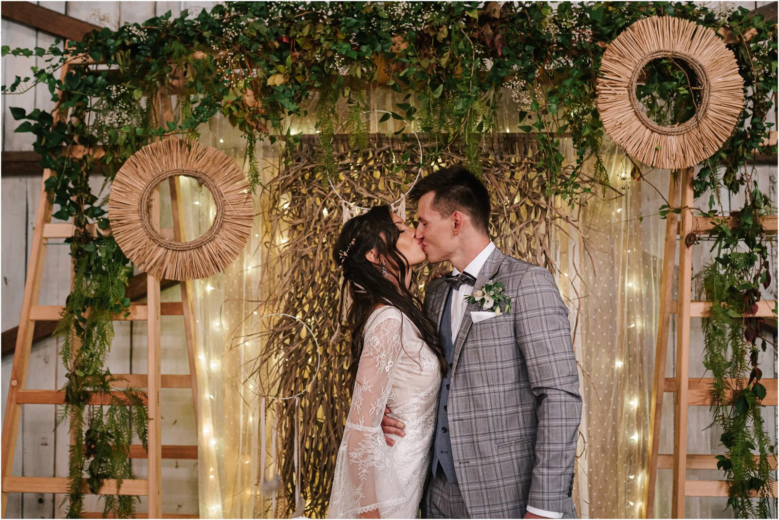 Ania & Mateusz | boho wesele w Stodole pod Kasztanami 83