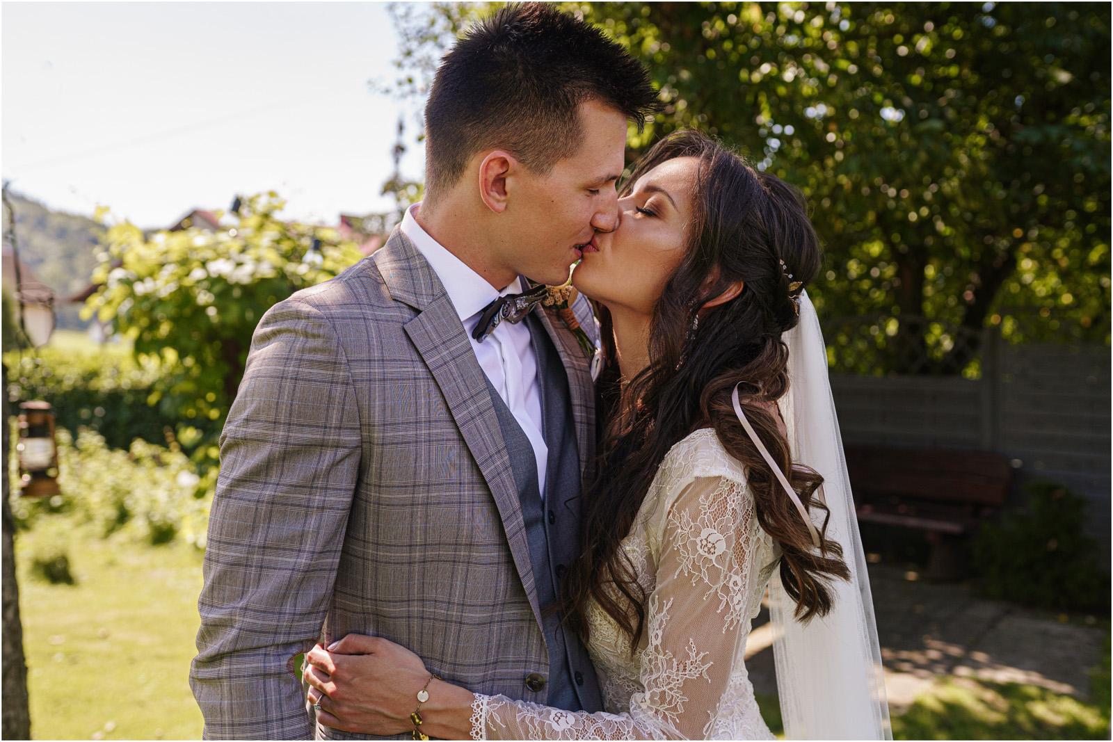 Ania & Mateusz | boho wesele w Stodole pod Kasztanami 24