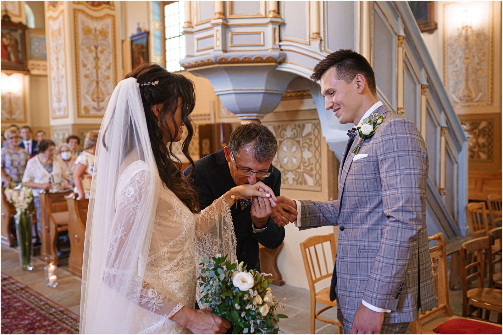 Ania & Mateusz | boho wesele w Stodole pod Kasztanami 41