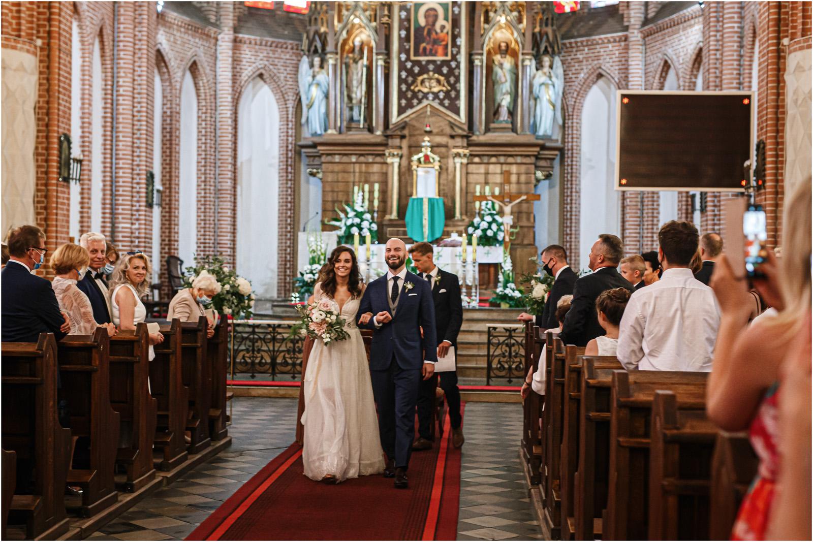 Justyna & Adrian | romantyczne wesele plenerowe w Jaworowym Dworze 38