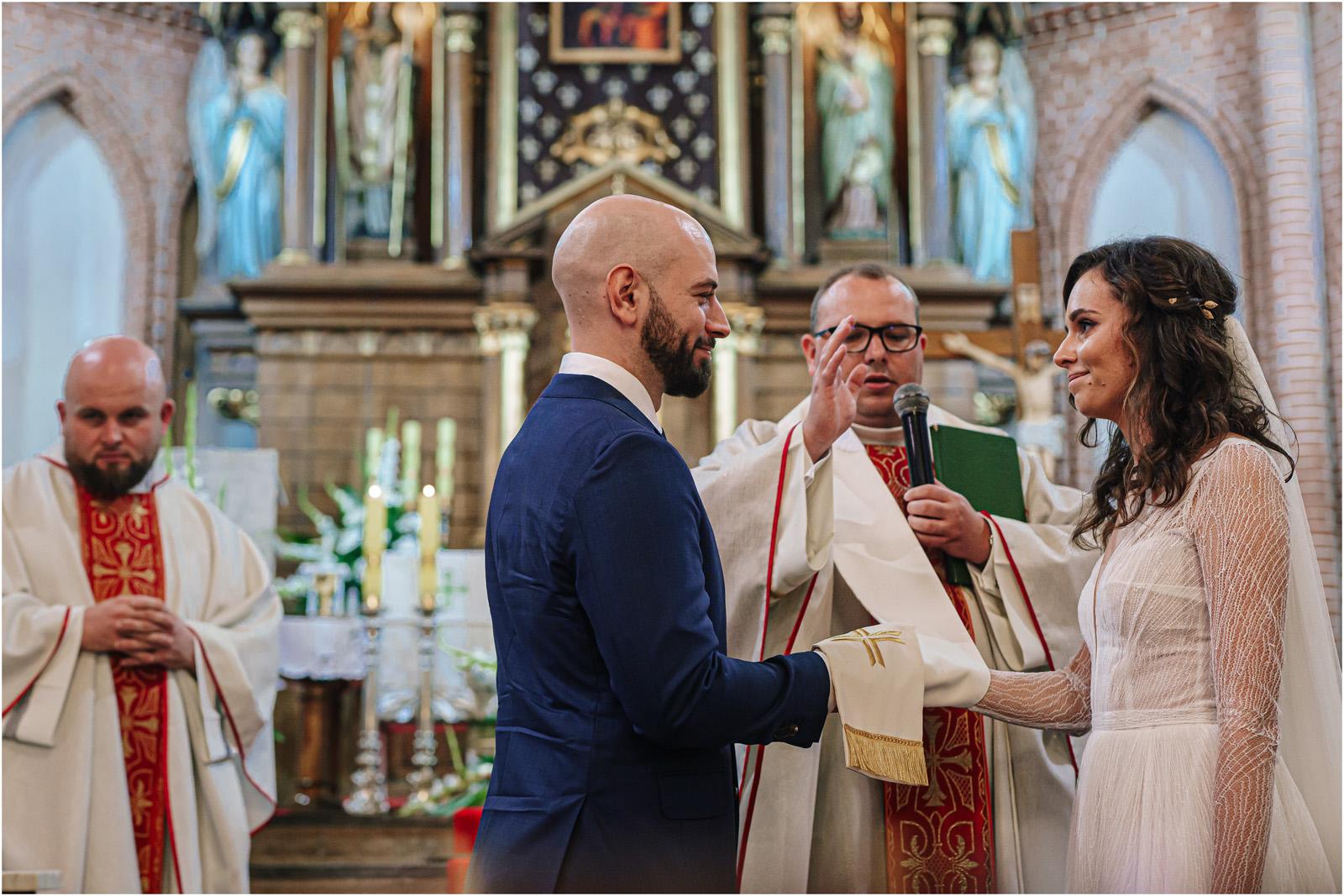Justyna & Adrian | romantyczne wesele plenerowe w Jaworowym Dworze 34