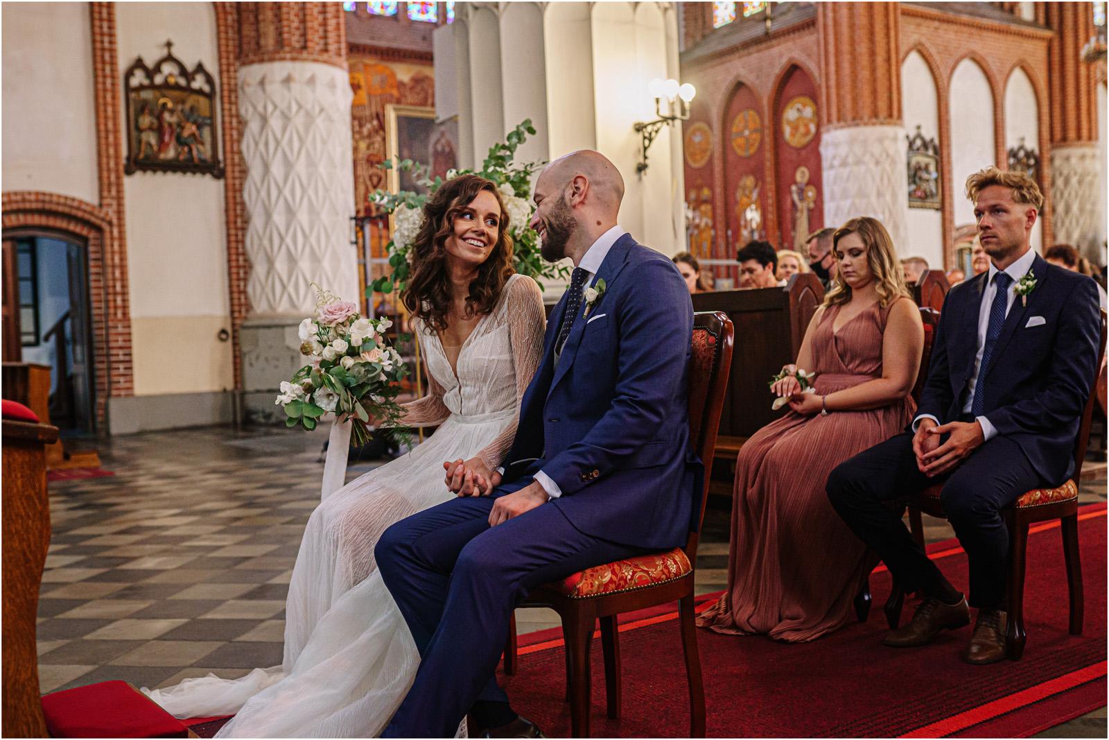 Justyna & Adrian | romantyczne wesele plenerowe w Jaworowym Dworze 32