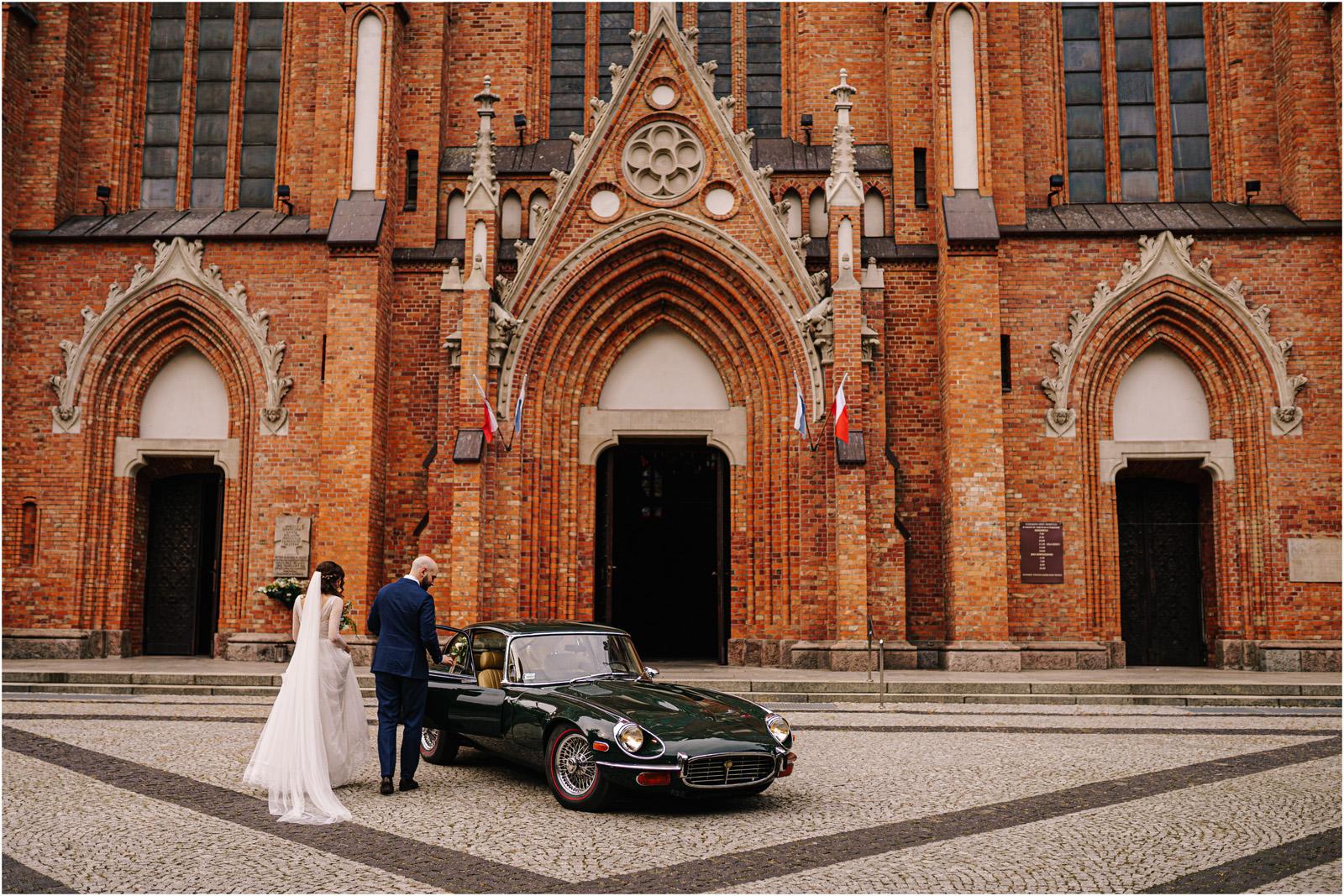 Justyna & Adrian | romantyczne wesele plenerowe w Jaworowym Dworze 49
