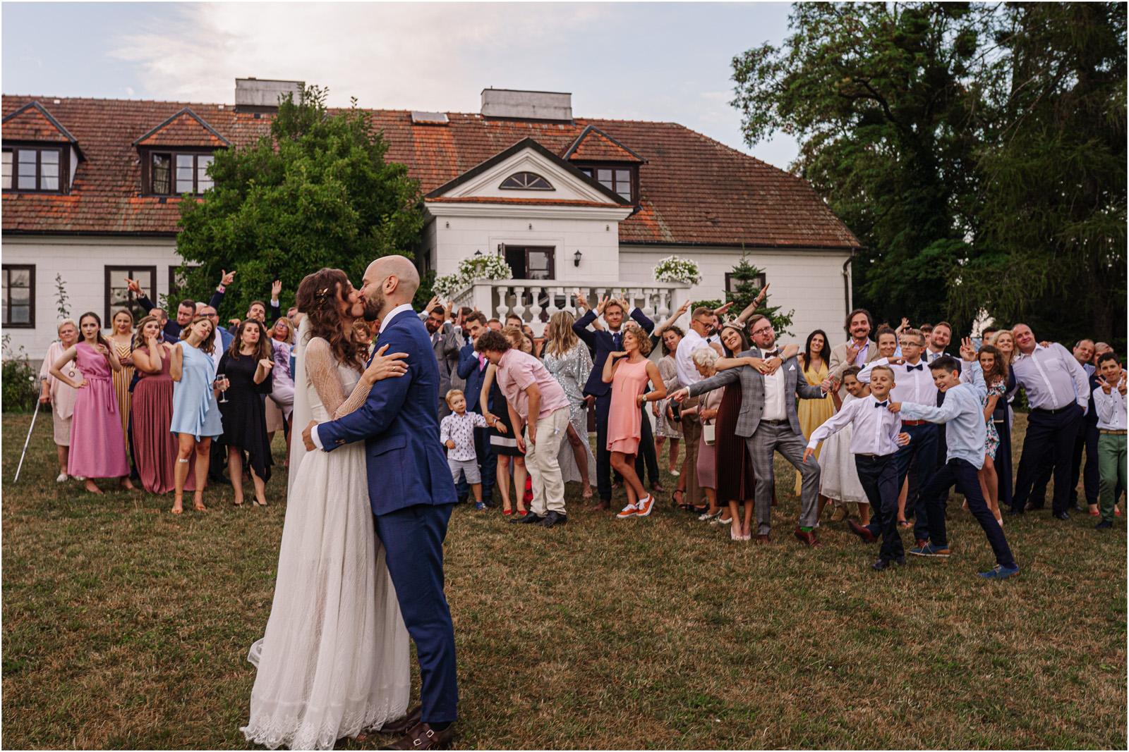 Justyna & Adrian | romantyczne wesele plenerowe w Jaworowym Dworze 89