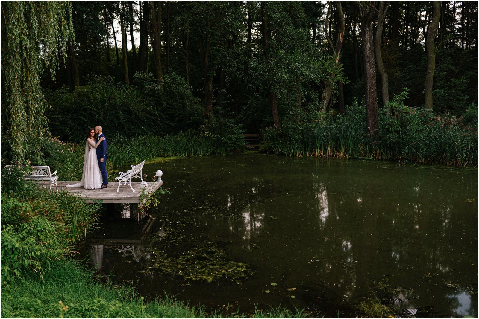 Justyna & Adrian | romantyczne wesele plenerowe w Jaworowym Dworze 85