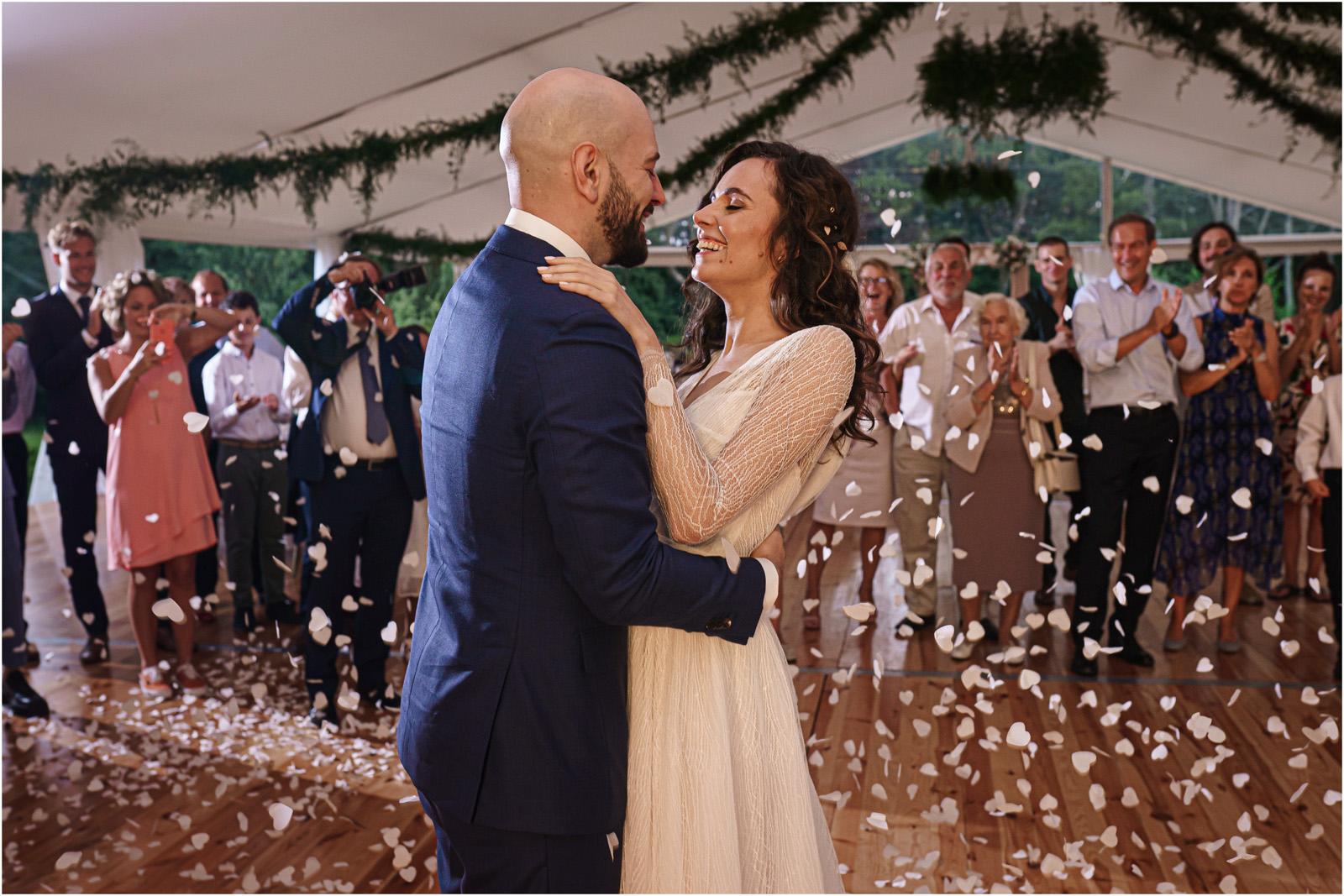 Justyna & Adrian | romantyczne wesele plenerowe w Jaworowym Dworze 98