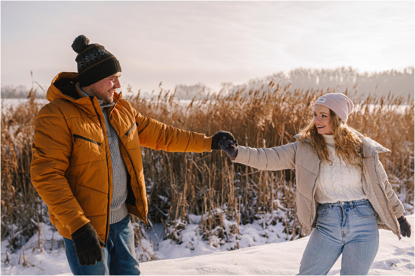Paulina & Bartek | zimowa sesja nad jeziorem 13